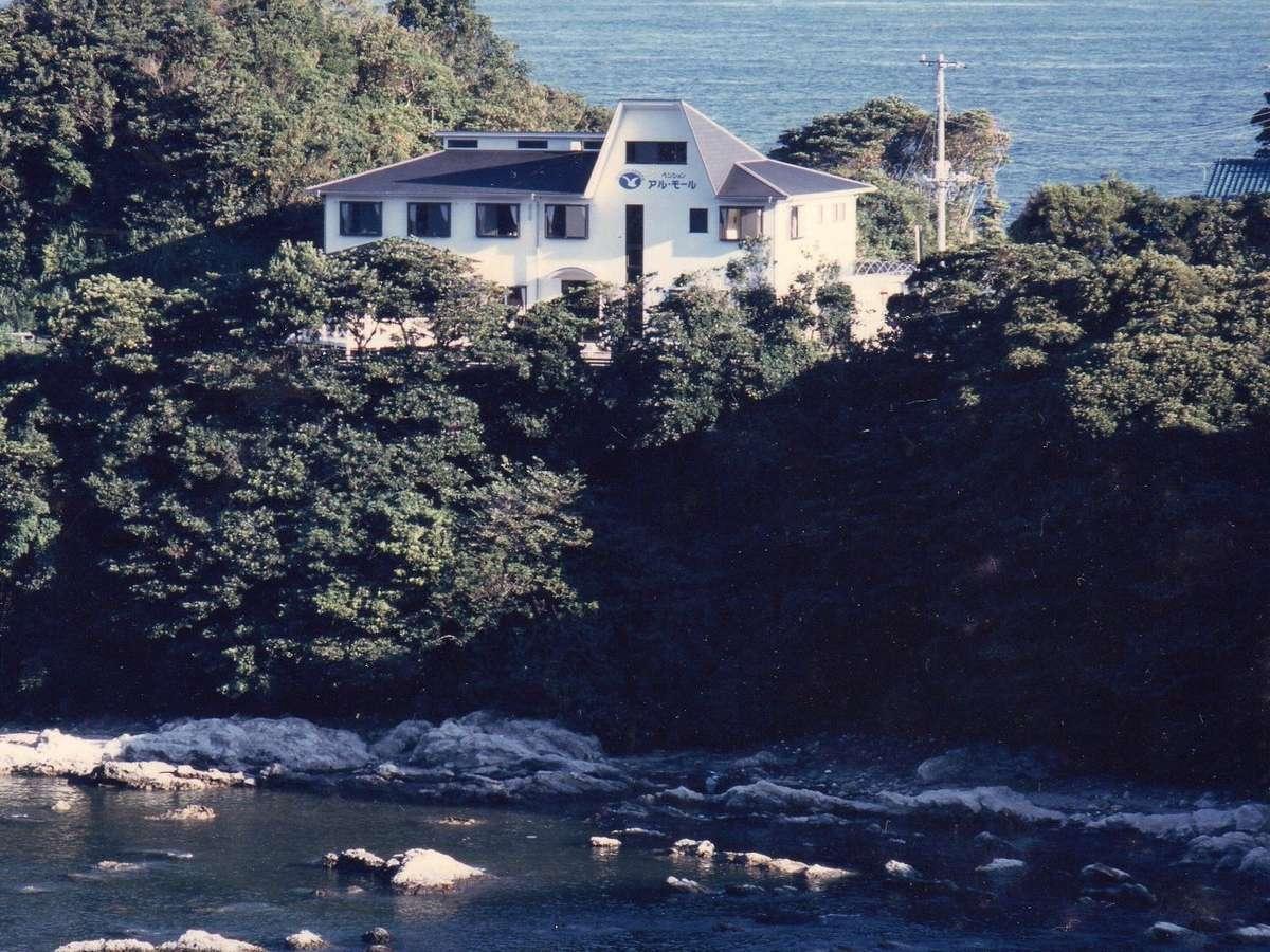 岬の上に建っている当館!
