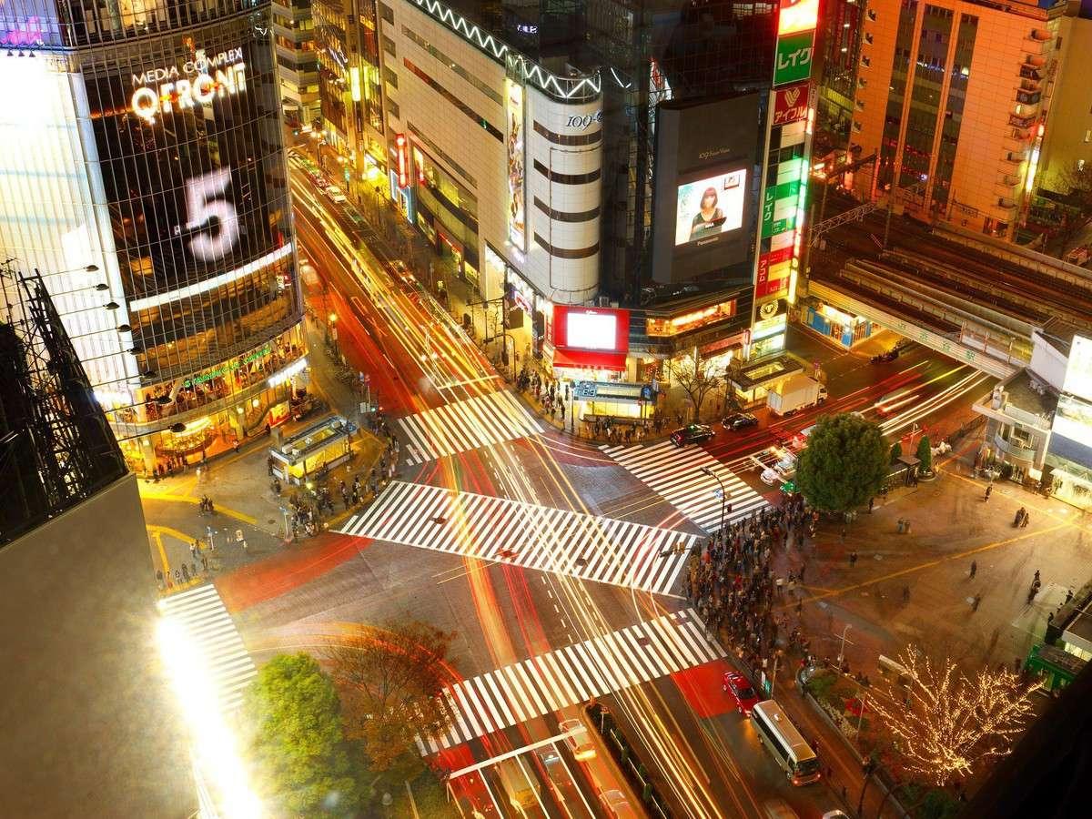 渋谷スクランブル交差点を見下ろす