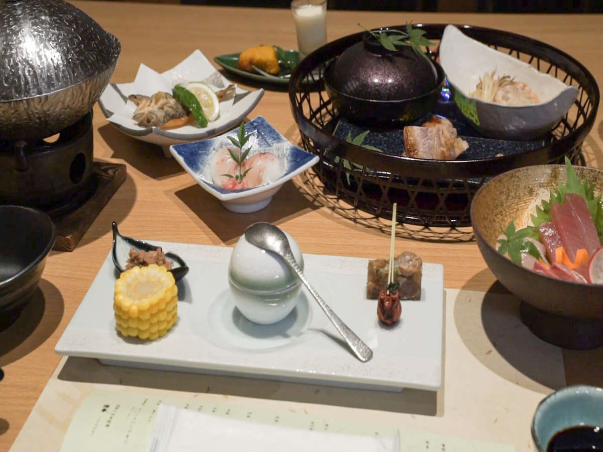 地元の季節の食材を使用した料理