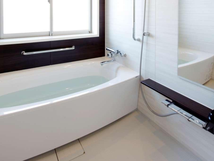 全室天然温泉を完備。手足を伸ばして入れるゆったりサイズはファミリーにも人気です。