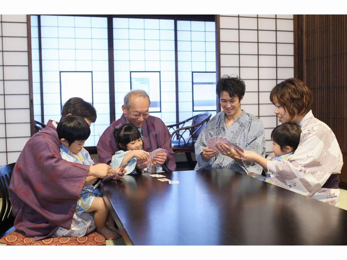 【3世代】おじいちゃんおばあちゃんと仲良くトランプ