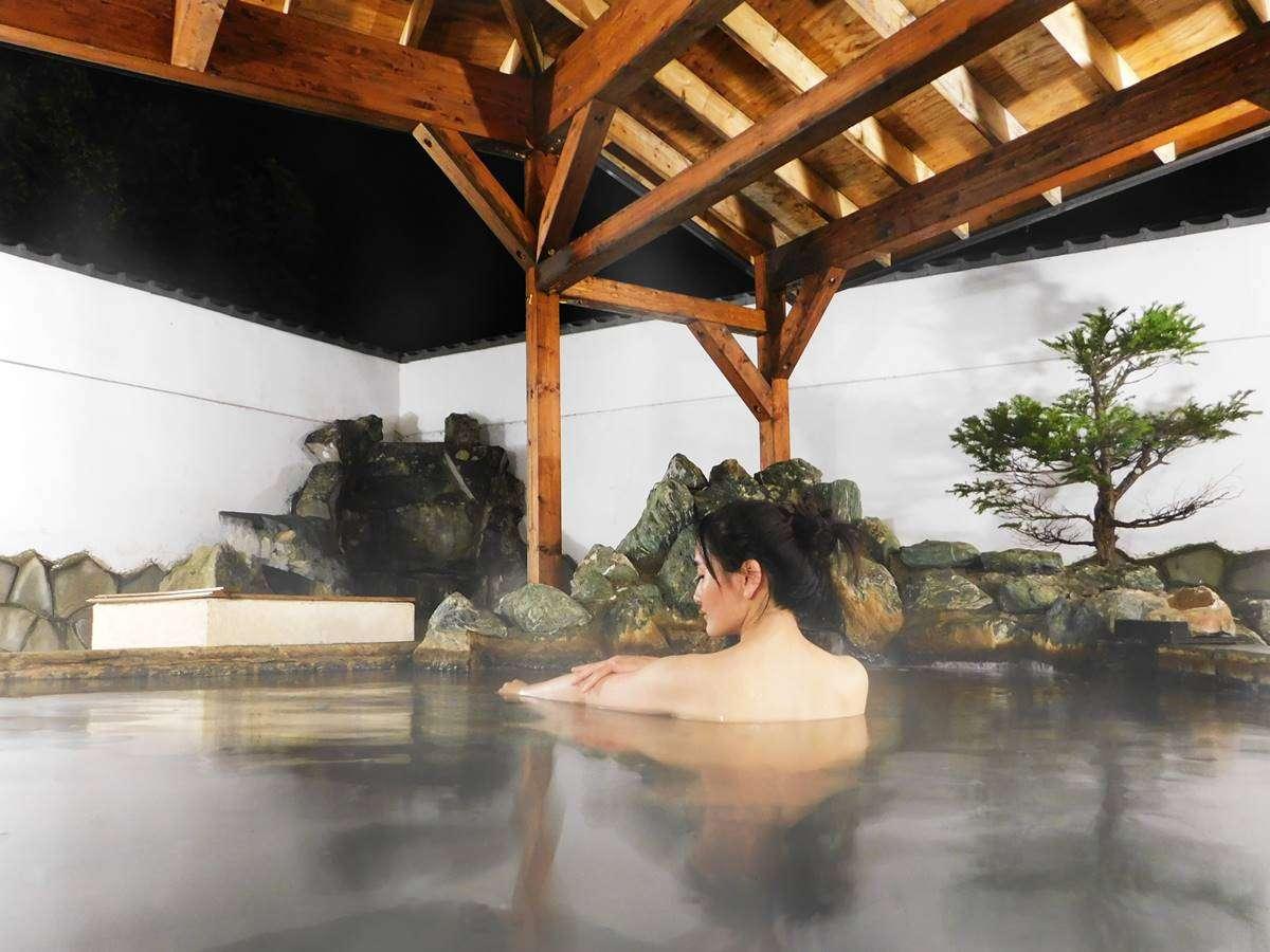 *露天風呂/ライトアップされた夜の露天風呂がおすすめです。