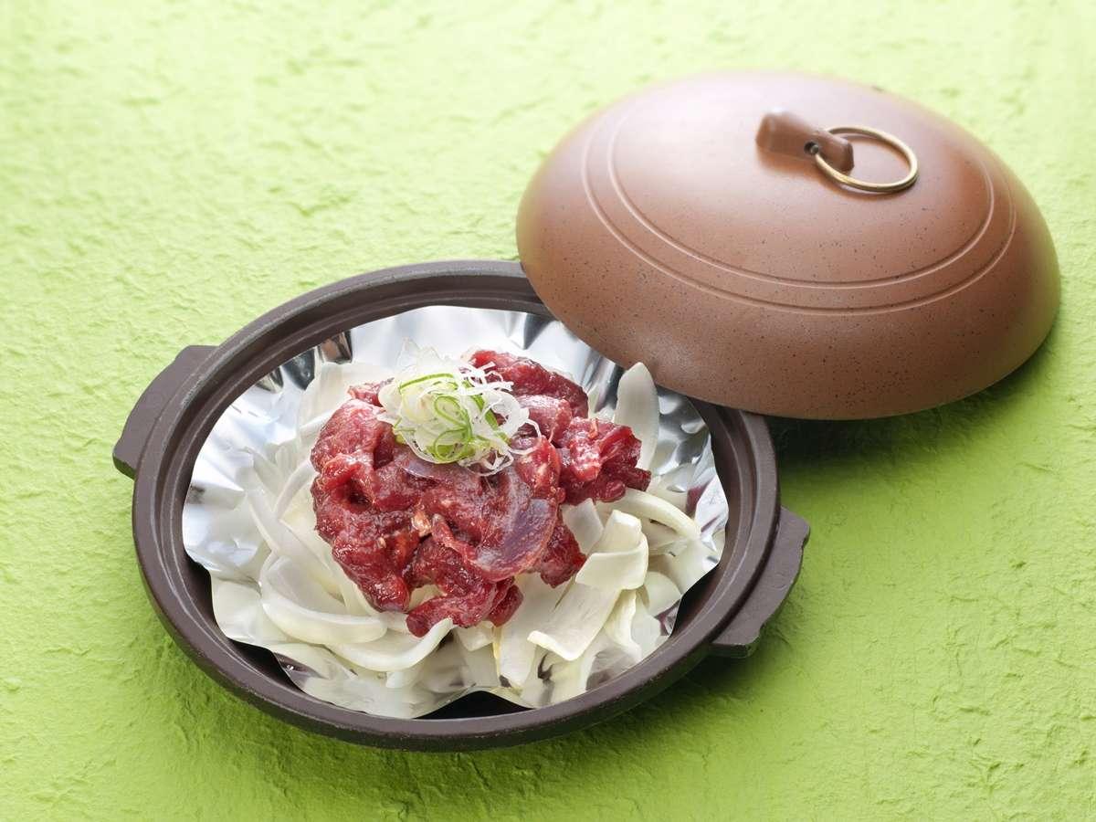*ご夕食一例/当館で加工~調理まで一貫して行うので、鹿肉陶板焼きは臭みがなくジューシーです。