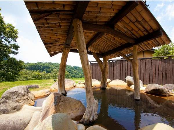 【共同露天】初夏の景観、わいたの景観を眺めながら湯浴み。