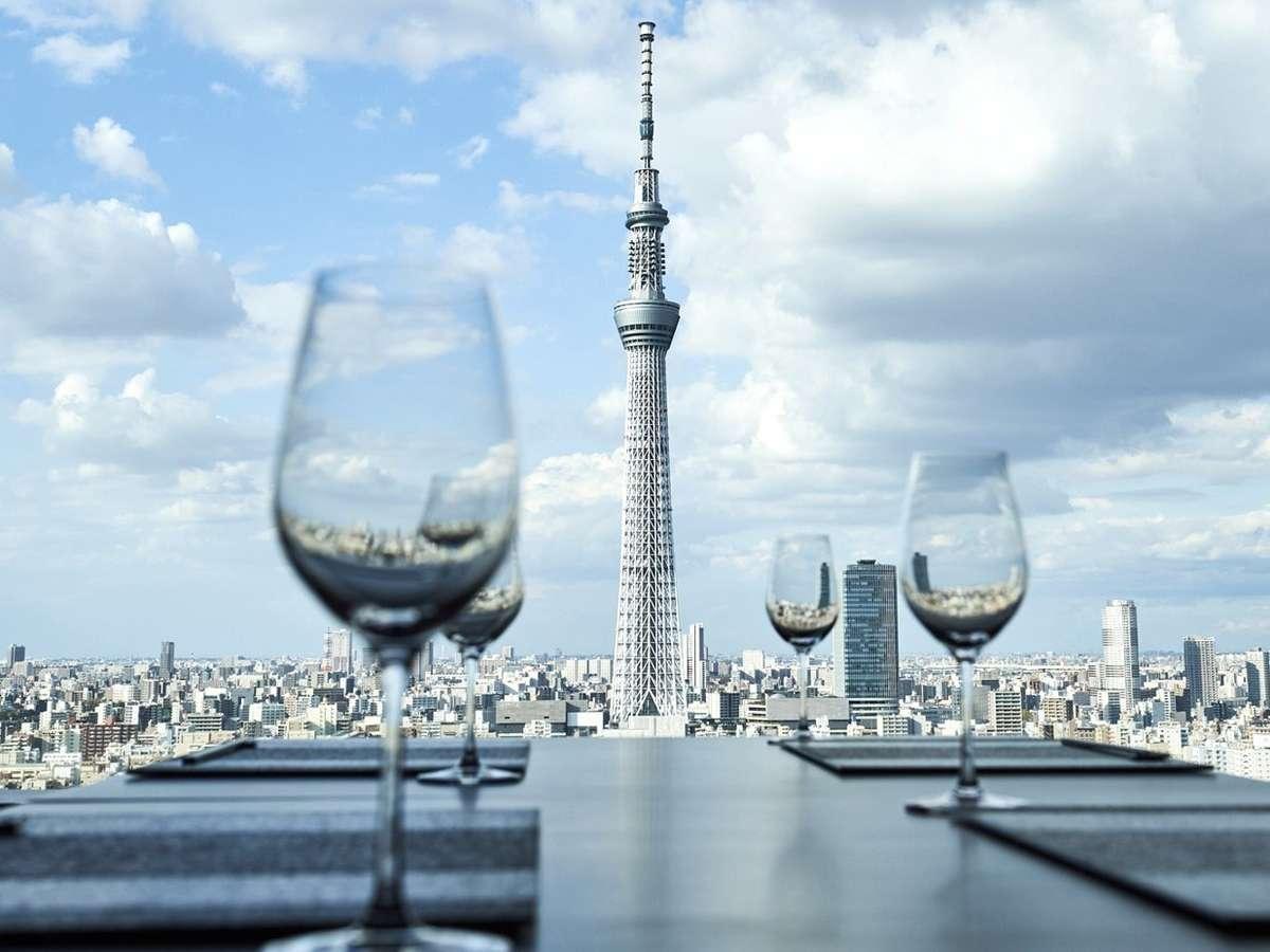 東京スカイツリー(R)を望む唯一無二の眺望を愉しめます。記念日などの特別なご旅行にいかがですか。