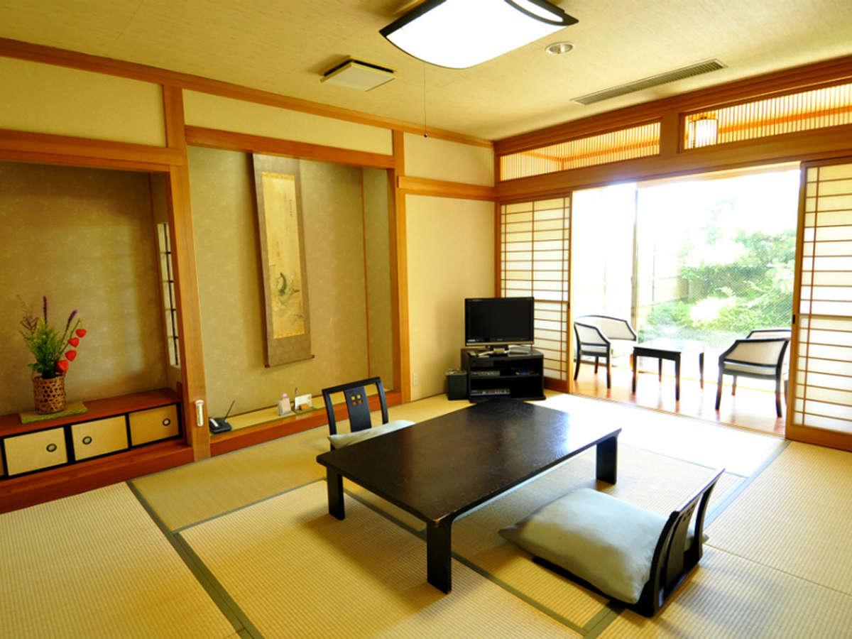 【和風館】内風呂付和室10畳(又は12畳) 庭園を眺めてのんびりお寛ぎいただけます