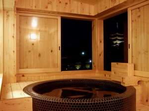 猿沢池・五重塔を眺望できる4F展望風呂♪幻想的に猿沢池・五重塔がライトアップ(18:00~22:00)されます。