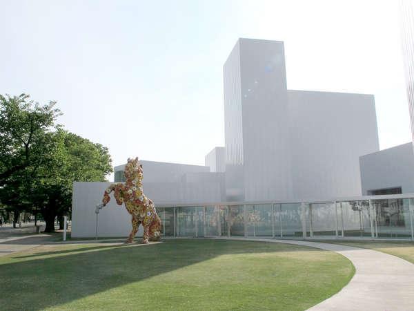 十和田市現代美術館と常設作品:フラワーホース