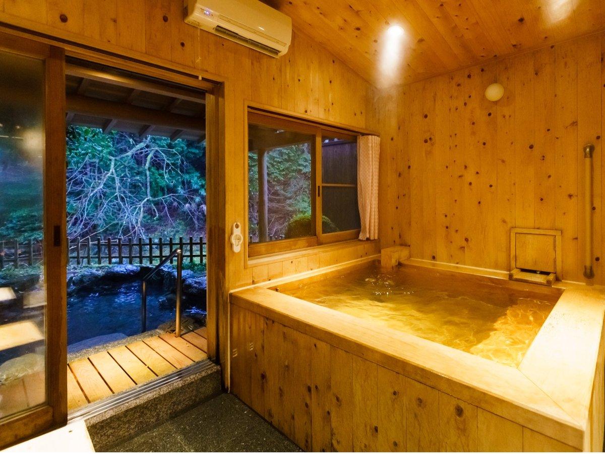 銀風呂(香り豊かな高野槙の浴室)と露天風呂(要予約)
