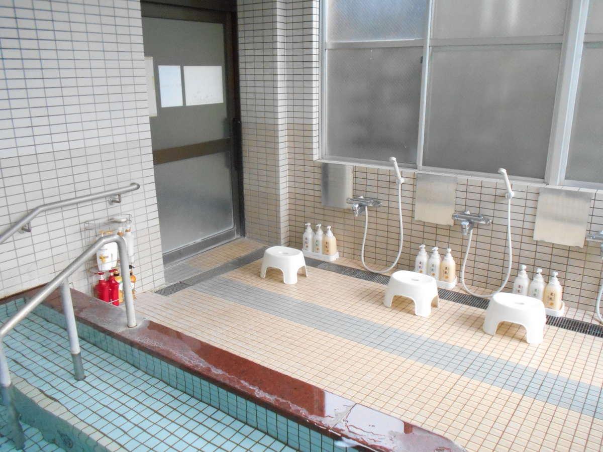 女子風呂には市販のシャンプー類を取り揃えております。