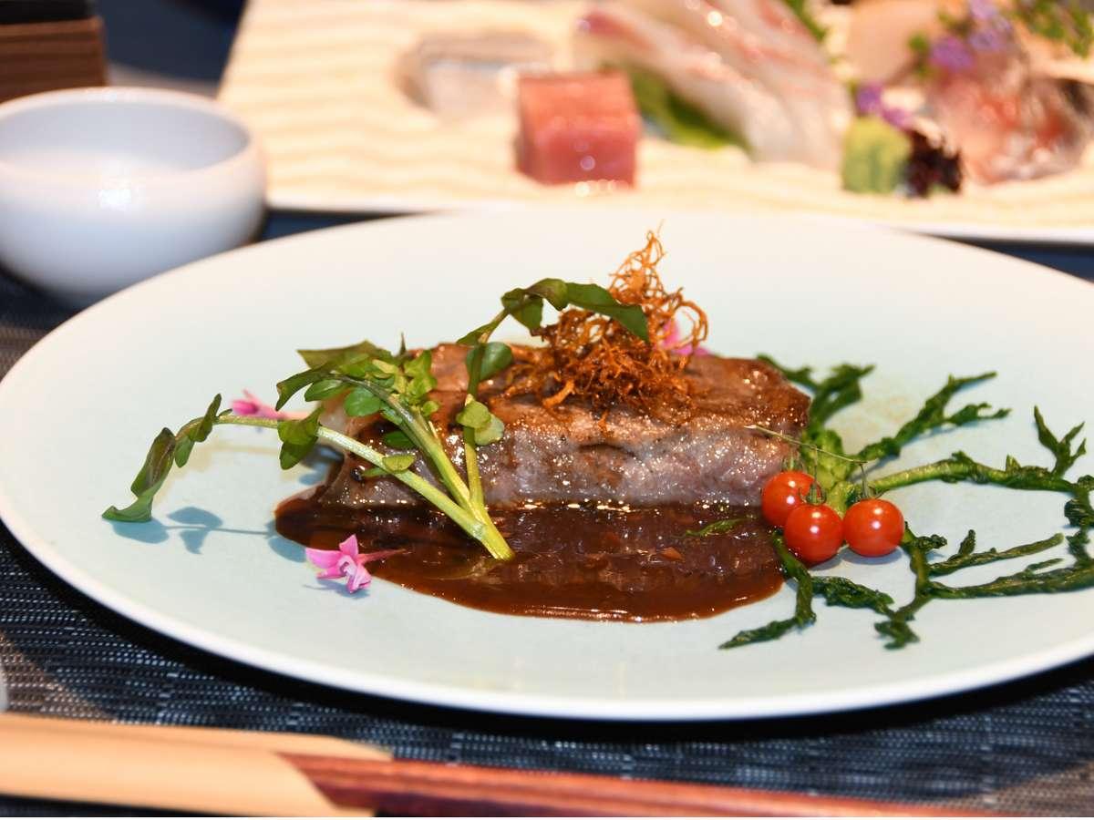 お皿の上には春の食材で桜色、夏の食材で新緑など季節の彩をお楽しみいただけます