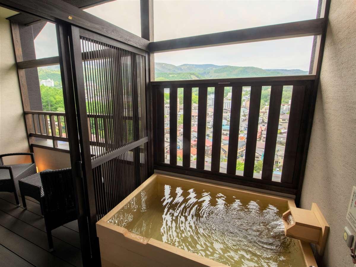 【客室】四季折々の景色を客室温泉露天風呂からお愉しみいただけます。
