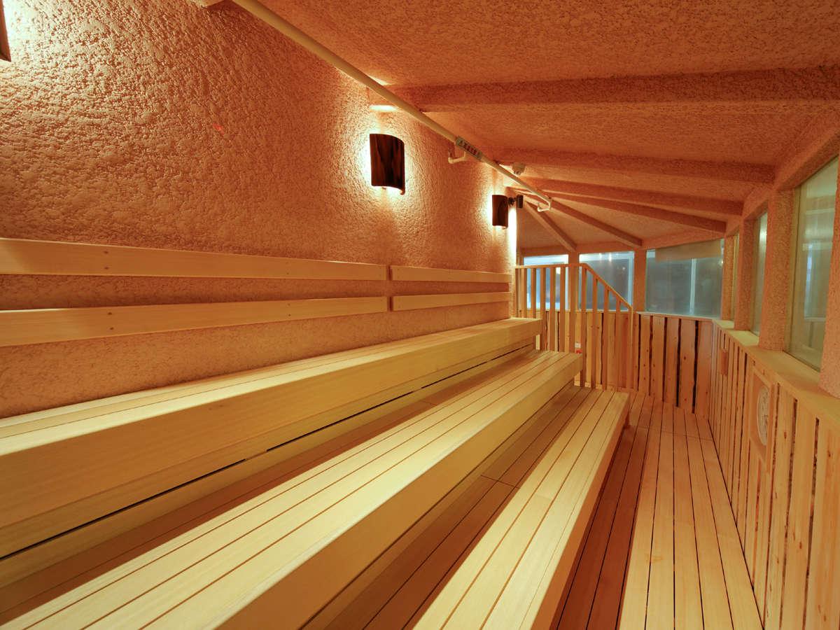 女性サウナ室。若干温度を低くしておりますので、高温が苦手な方でも入り易くなっています。