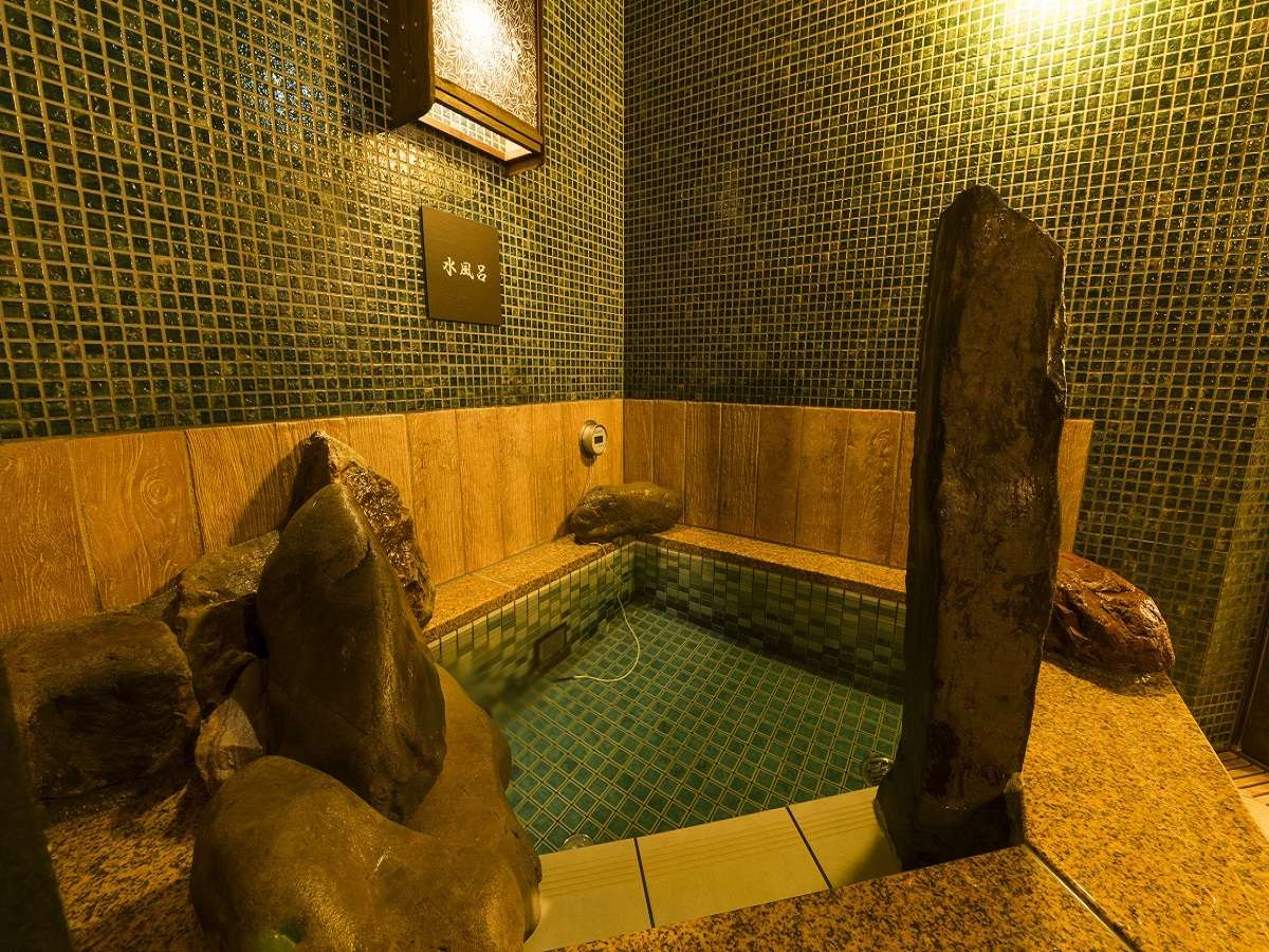 ◆男性水風呂(約15~17℃)