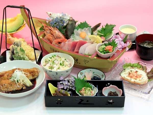 漁師料理かなや提供夕食の一例活魚入豪華舟盛付ご膳
