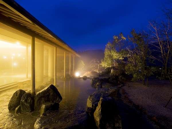 夜は幻想的な満天の星空、朝は清々しい空気と景色が広がります