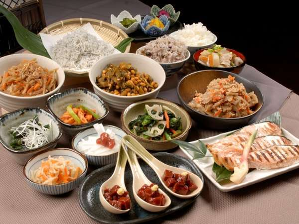 地元食材・手づくりのおふくろの味がうれしい和・洋朝食バイキング(ヘルシーな雑穀も♪)