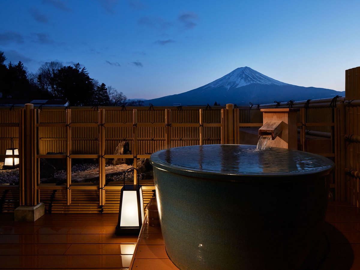 富士山を望む露天風呂付客室12.5畳 夕景