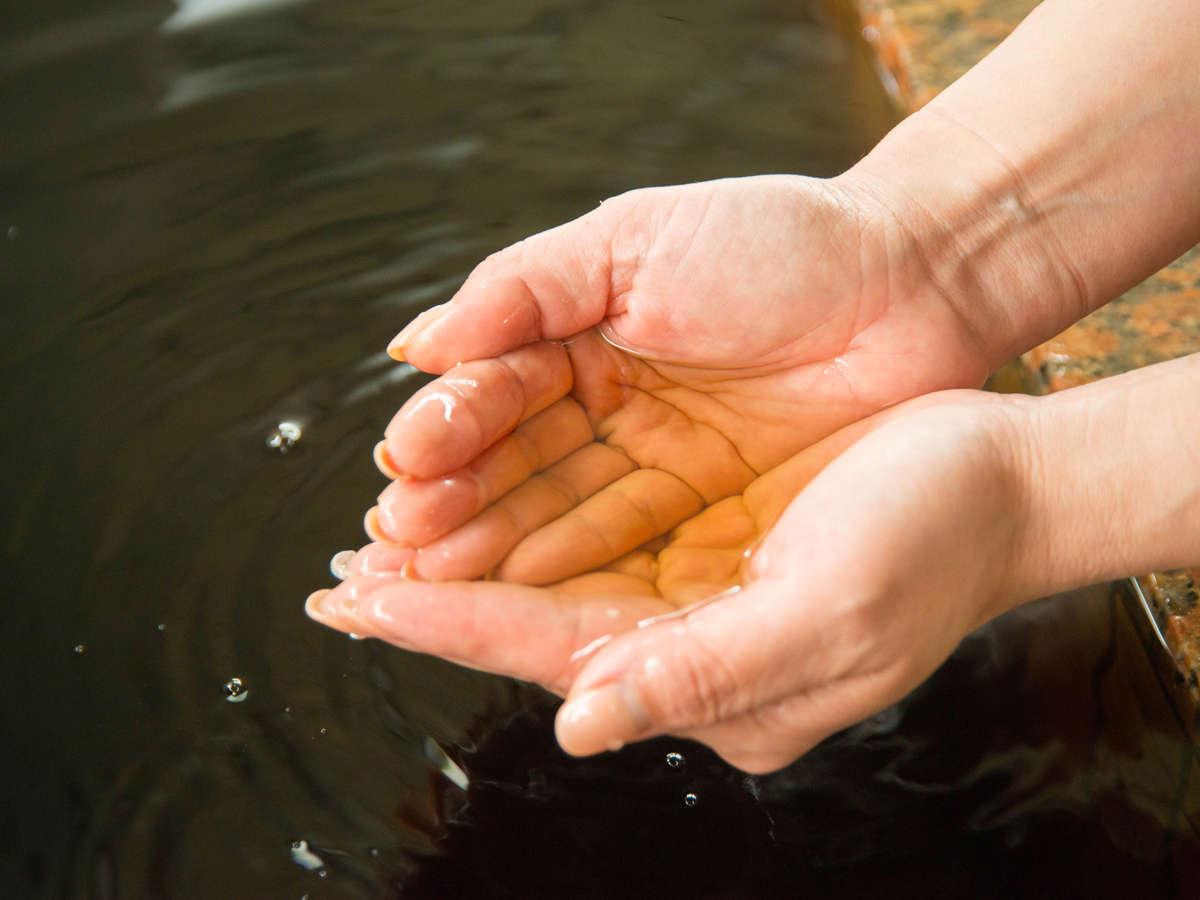 *飯岡温泉はコーラのような黒褐色のお湯で、お肌に良い効果があるといわれています♪