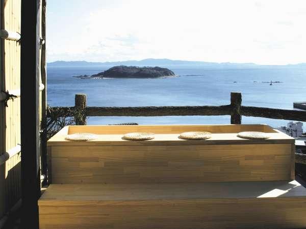 「足湯」天空露天風呂入口/三河湾を望みながら、待ち合わせにごゆっくりとどうぞ