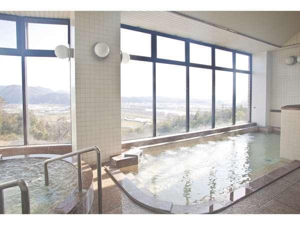サウナ・寝湯・ジェットバス・ジャグジー風呂。ゆったりと手足を伸ばして疲れを癒してください。