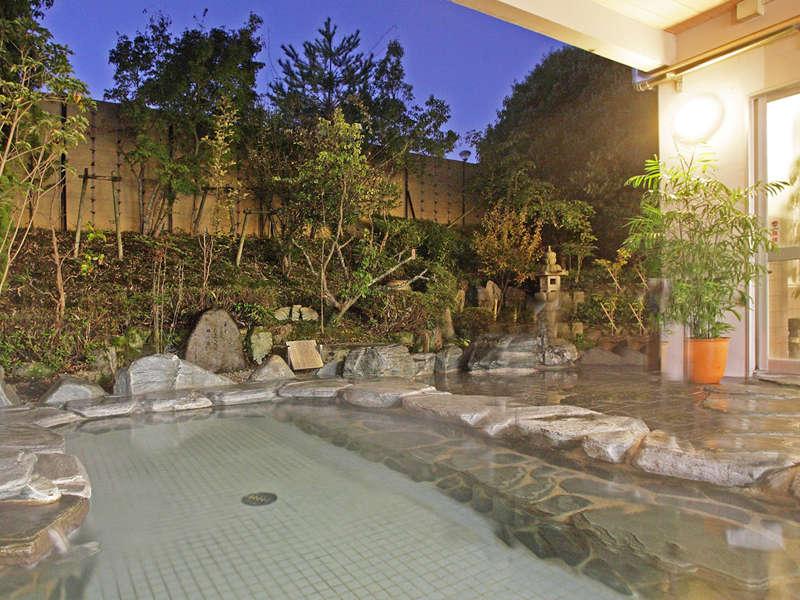【和風露天風呂】和風と洋風のお風呂を男女入れ替え制にしております。