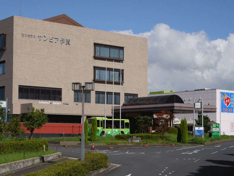 *大阪・名古屋から約90分。名阪国道沿いで便利な立地です。城下町観光や周辺ゴルフ場へのアクセスも良好!