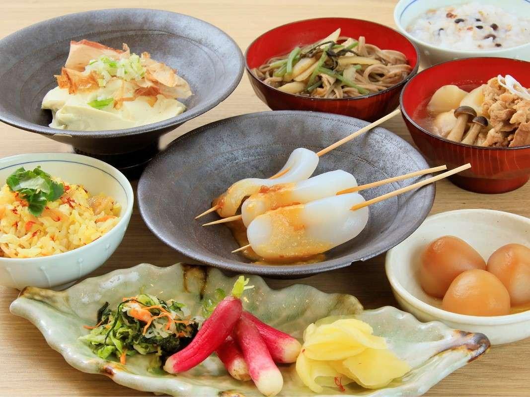 朝食一例:和食 山形の郷土料理をお召し上がりください。