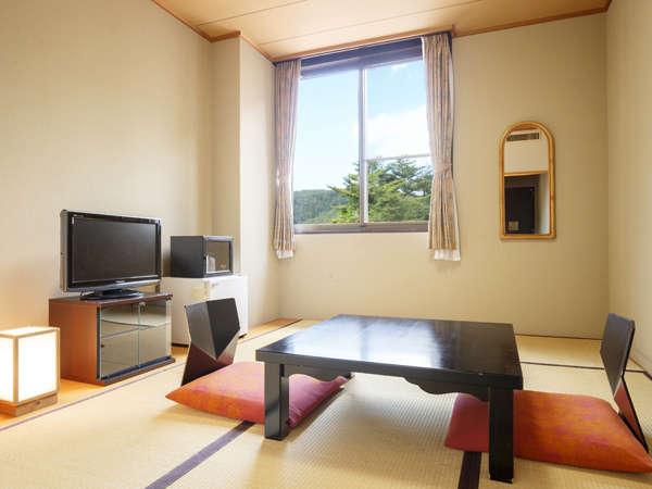 和室/6畳。狭いのは気にせず、リーズナブルに泊まりたい方におすすめです。