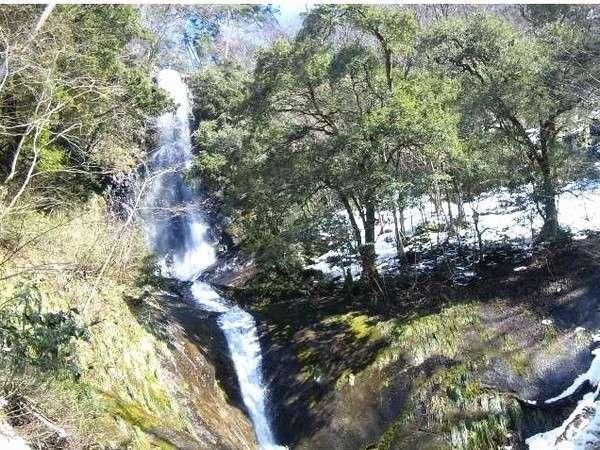 壮大な滝がお出迎え☆猿尾滝☆(当館より約35分)
