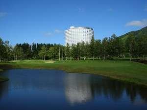 【ホテル外観・夏】 日本を代表するプレミアムマウンテンリゾート。