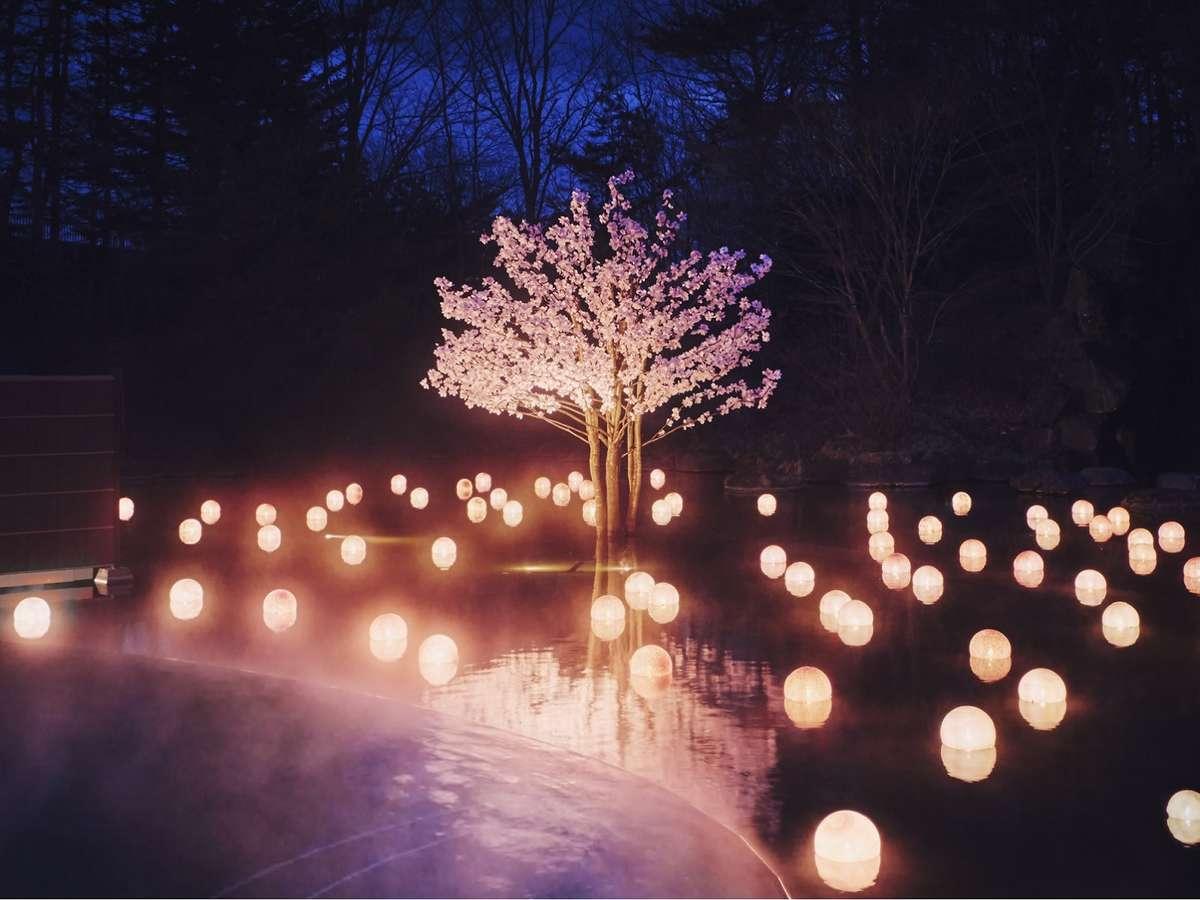【ねぶた桜灯りのお湯】夜桜に囲まれたような幻想的な露天風呂