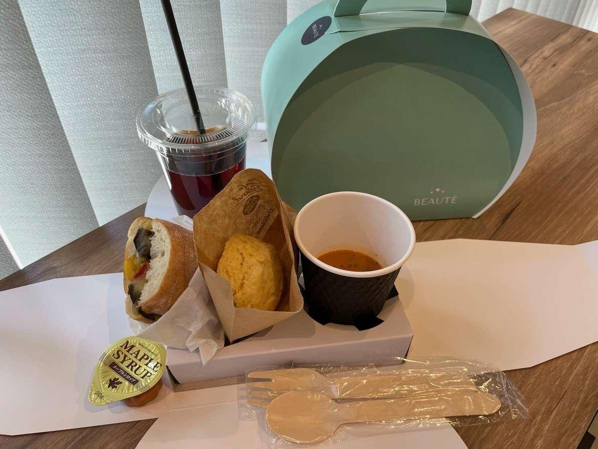 朝食は、ボックスでの提供となりテイクアウトも可能で、お好きな場所でお召し上がりいただけます。