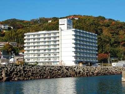 海側から見たホテル外観。