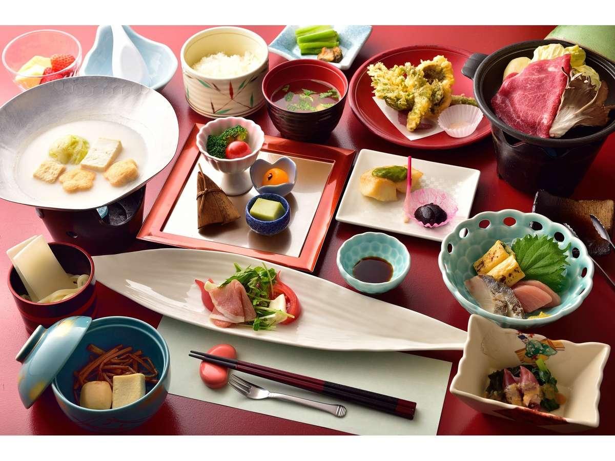 地物の旬の食材を盛り込んだ和食膳