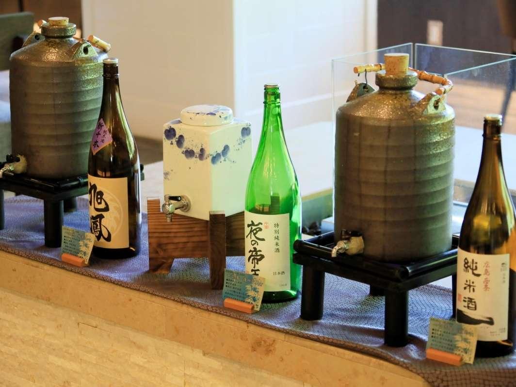 日本酒の飲み比べをするイベントを行っております。(一部有料)