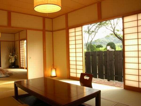 桜並木を望む客室「桜の間」離れに建つこちらのお部屋は賑やかなご家族旅行などに人気の客室です。