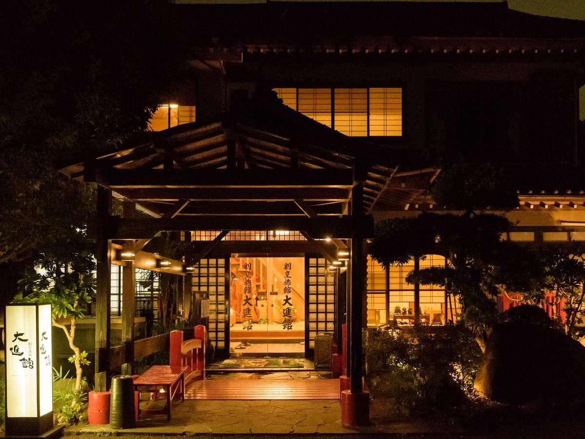 大進館は田んぼの中の一軒屋で、のんびりゆったりくつろげる、露天風呂付き客室のある料理旅館です