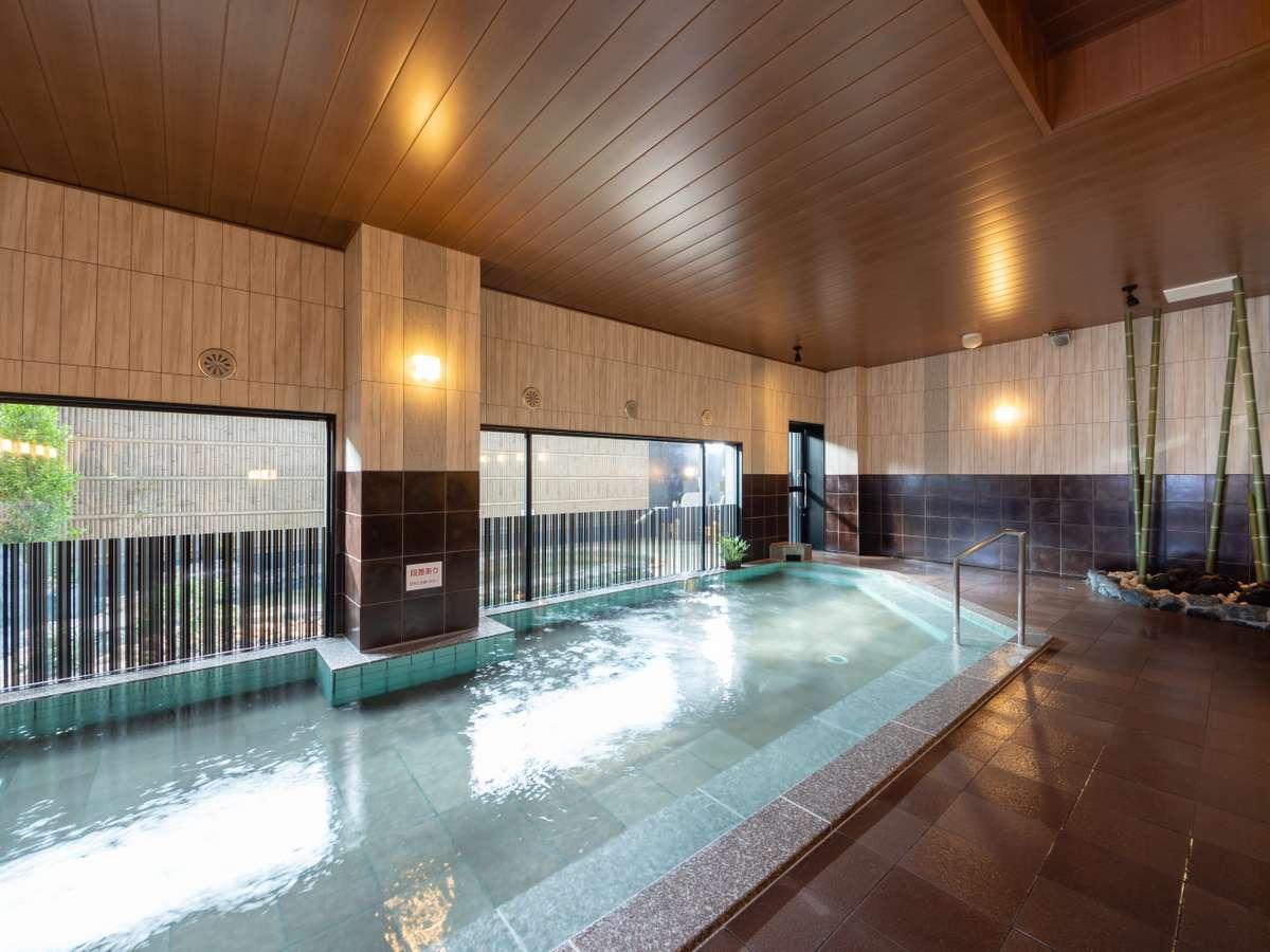 <天然温泉 睡蓮(すいれん)の湯> 内湯 15時~26時/5時~10時 ご入浴可能です。