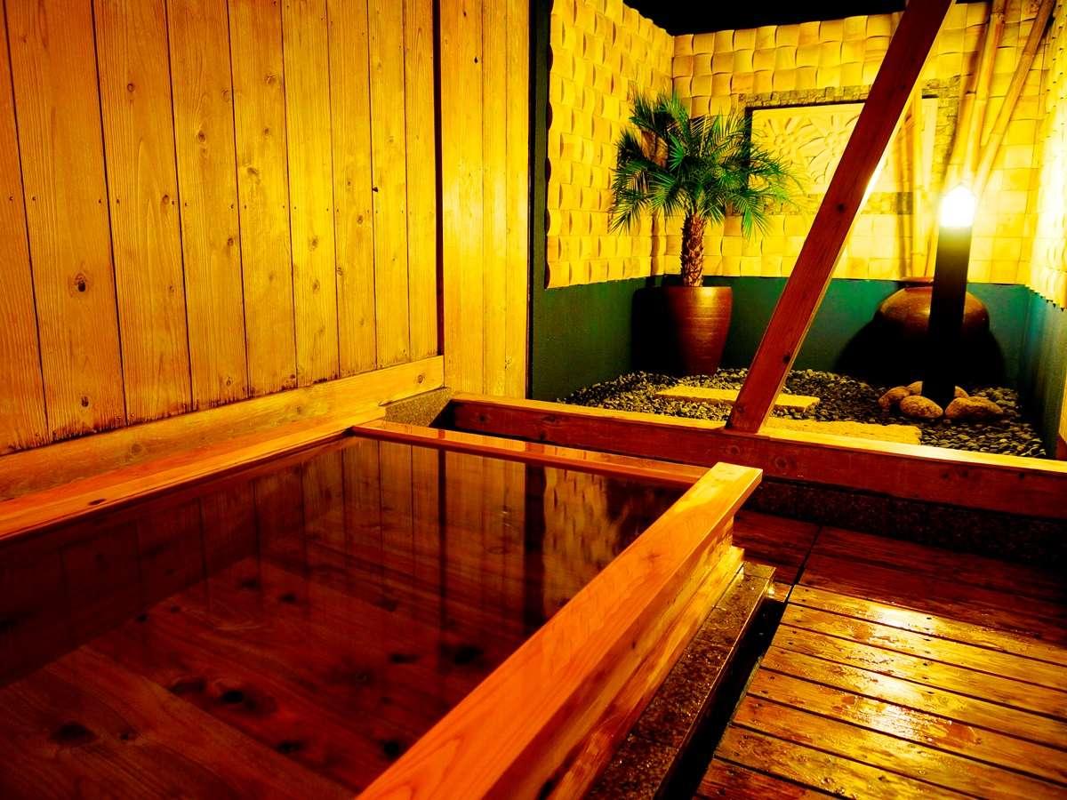 ひのき露天風呂貸切風呂『風月の湯』の露天。