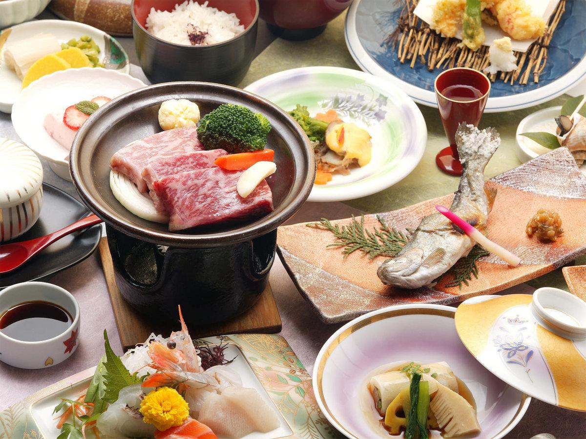 メインに和牛ステーキと 野菜と魚介を厳選した会席料理です