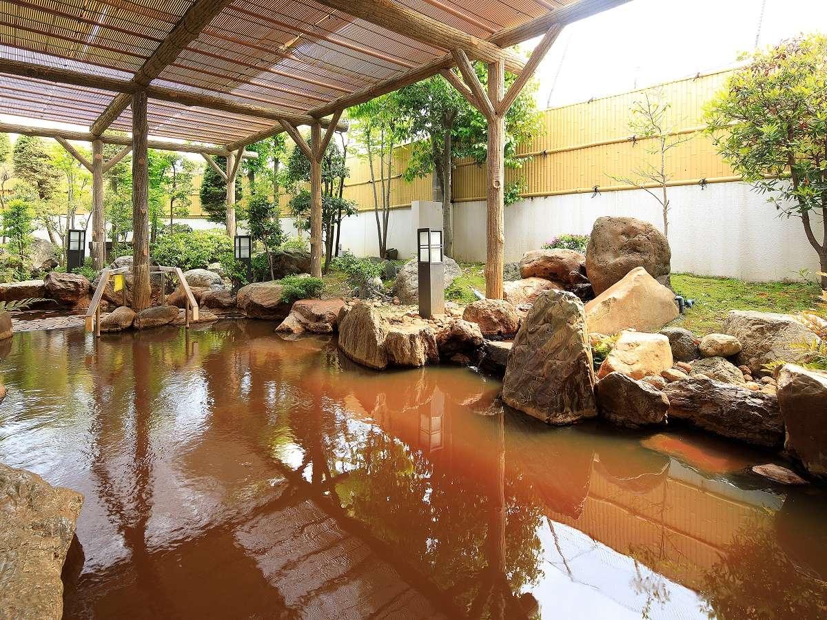 「長浜太閤温泉」温泉の色は、温泉を地下から汲み上げるタイミング等で、日によって濃さが変わります。