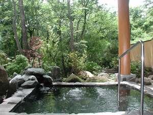 新緑の 露天風呂