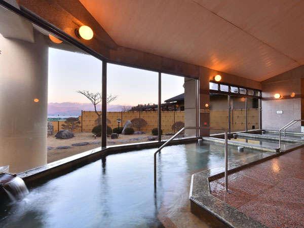 南アルプスを見渡せる露天風呂やハーブサウナなど、9つの湯めぐりが楽しめます♪