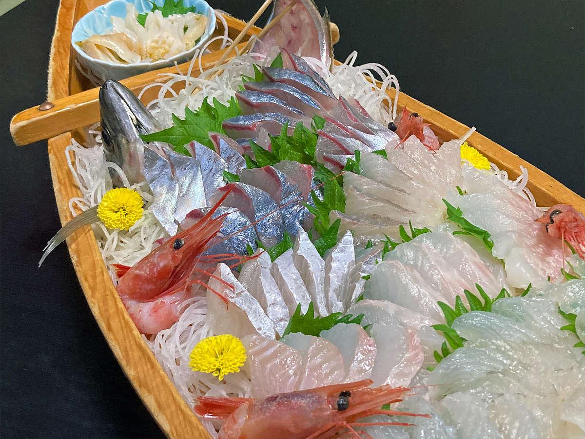富山湾の新鮮でおいしい旬のお刺身をたっぷりどうぞ。