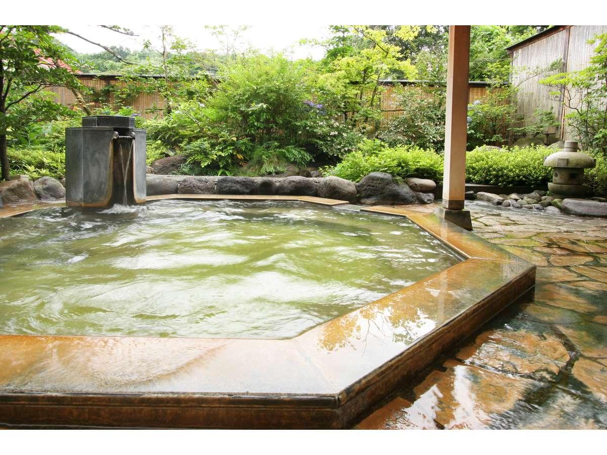 新緑に包まれながらの露天風呂