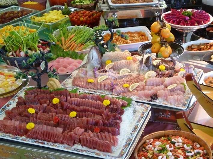 バイキングメニュー海の幸、地元野菜が豊富です