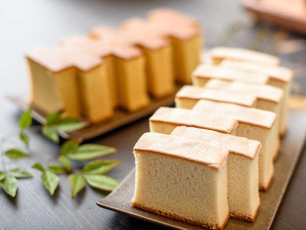 カフェに隣接する甘味工房で作る特製カステラはお土産にも