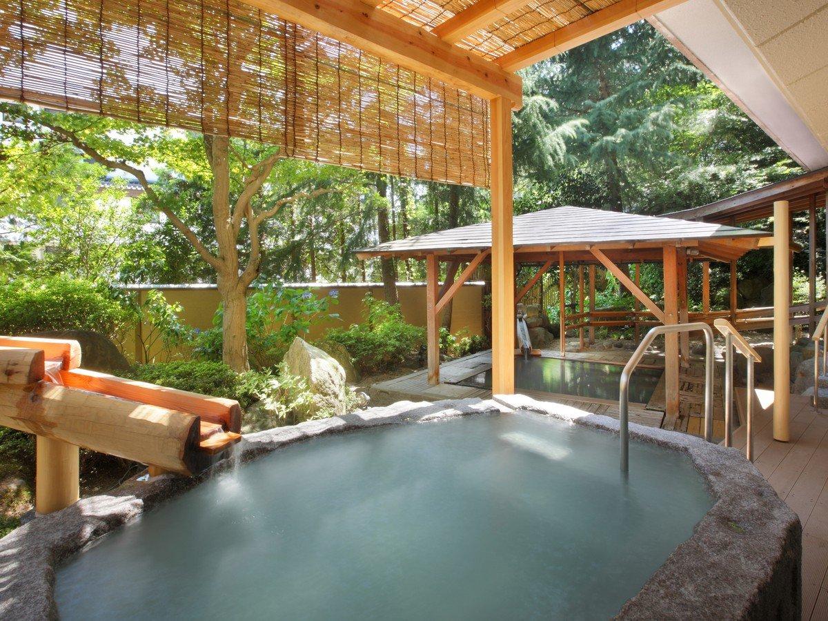花見の湯 露天岩風呂と檜風呂