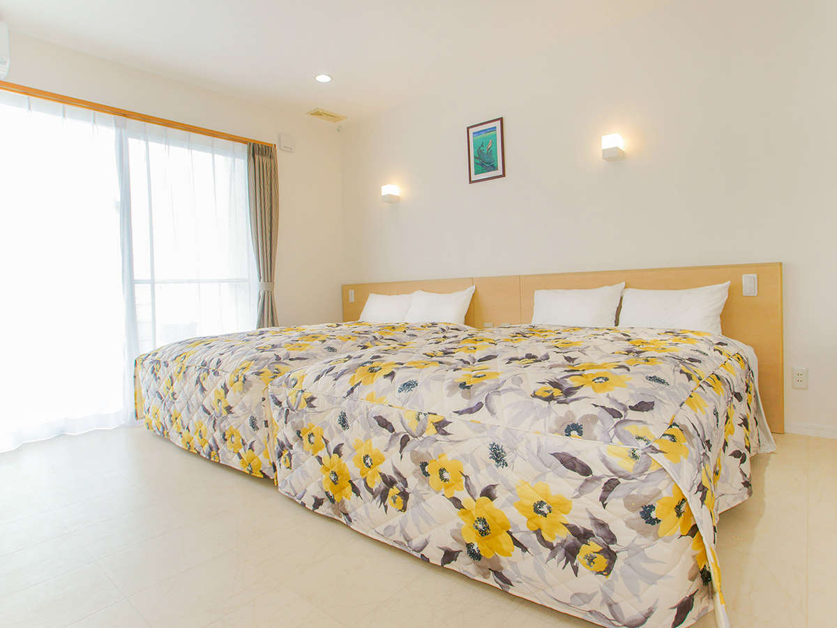 *客室一例/シンプルで明るく居心地の良い空間